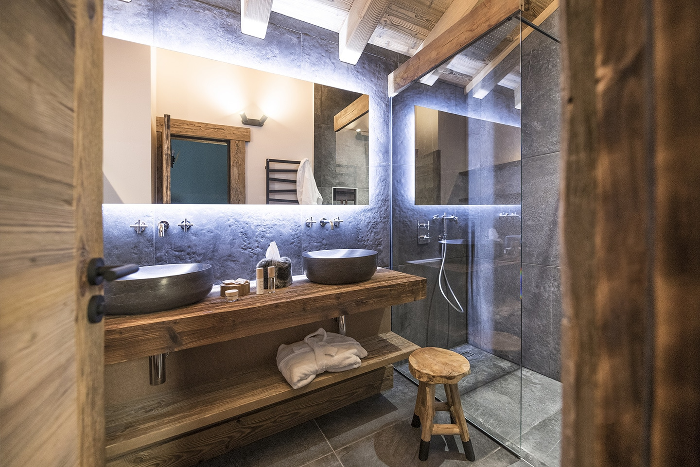 booking-chalet-luxe-val-isere-ovalala-bathroom1