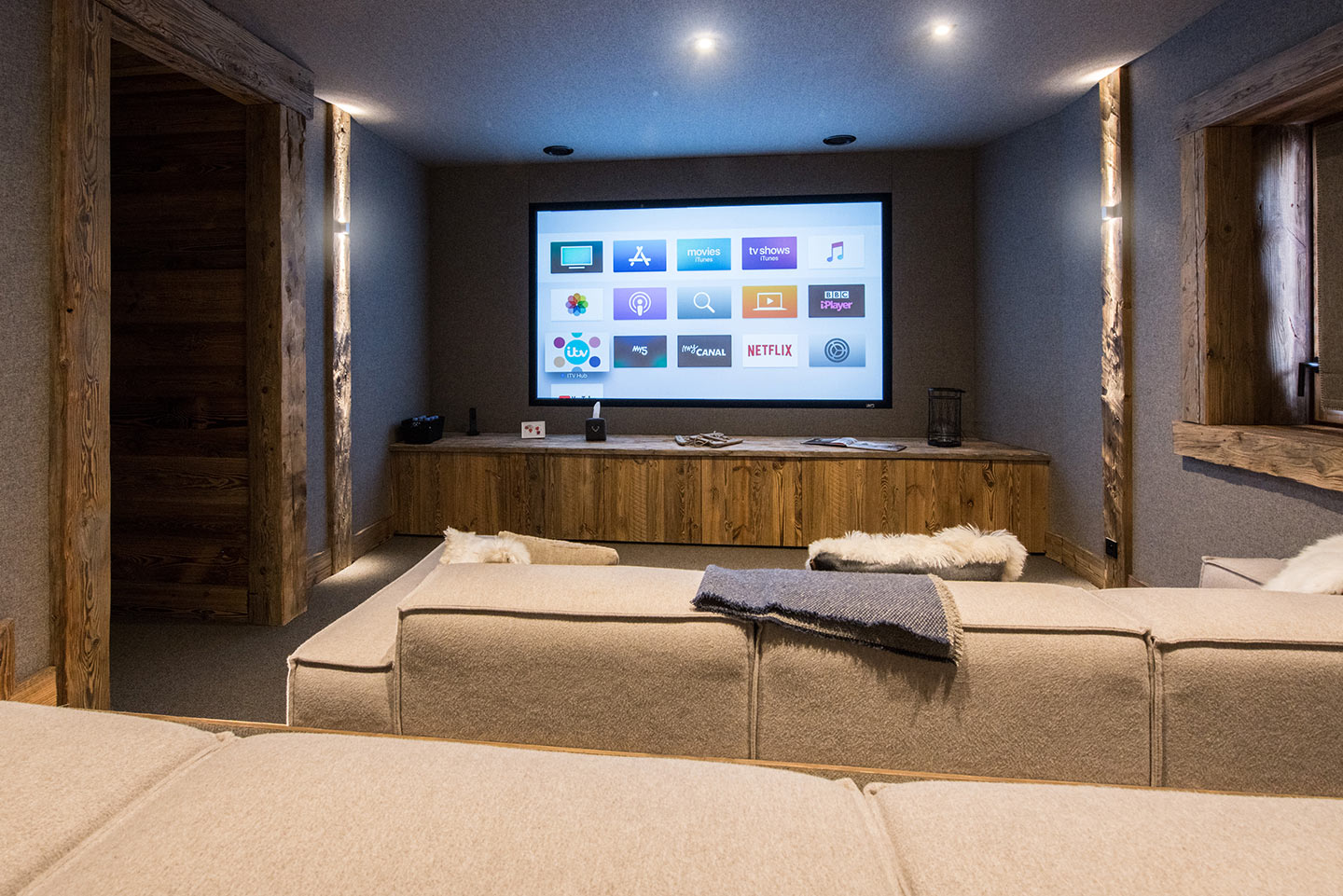chalet-ovalala-val-disere-cinema-room-hd-front