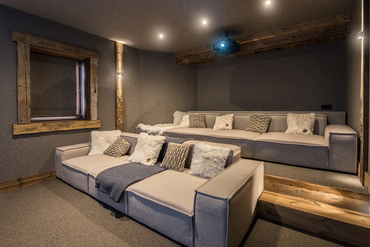 chalet-ovalala-val-disere-cinema-room-hd-side
