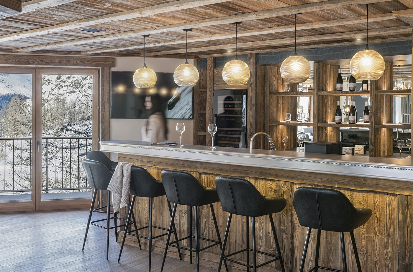 chalet-ovalala-val-disere-living-room-bar