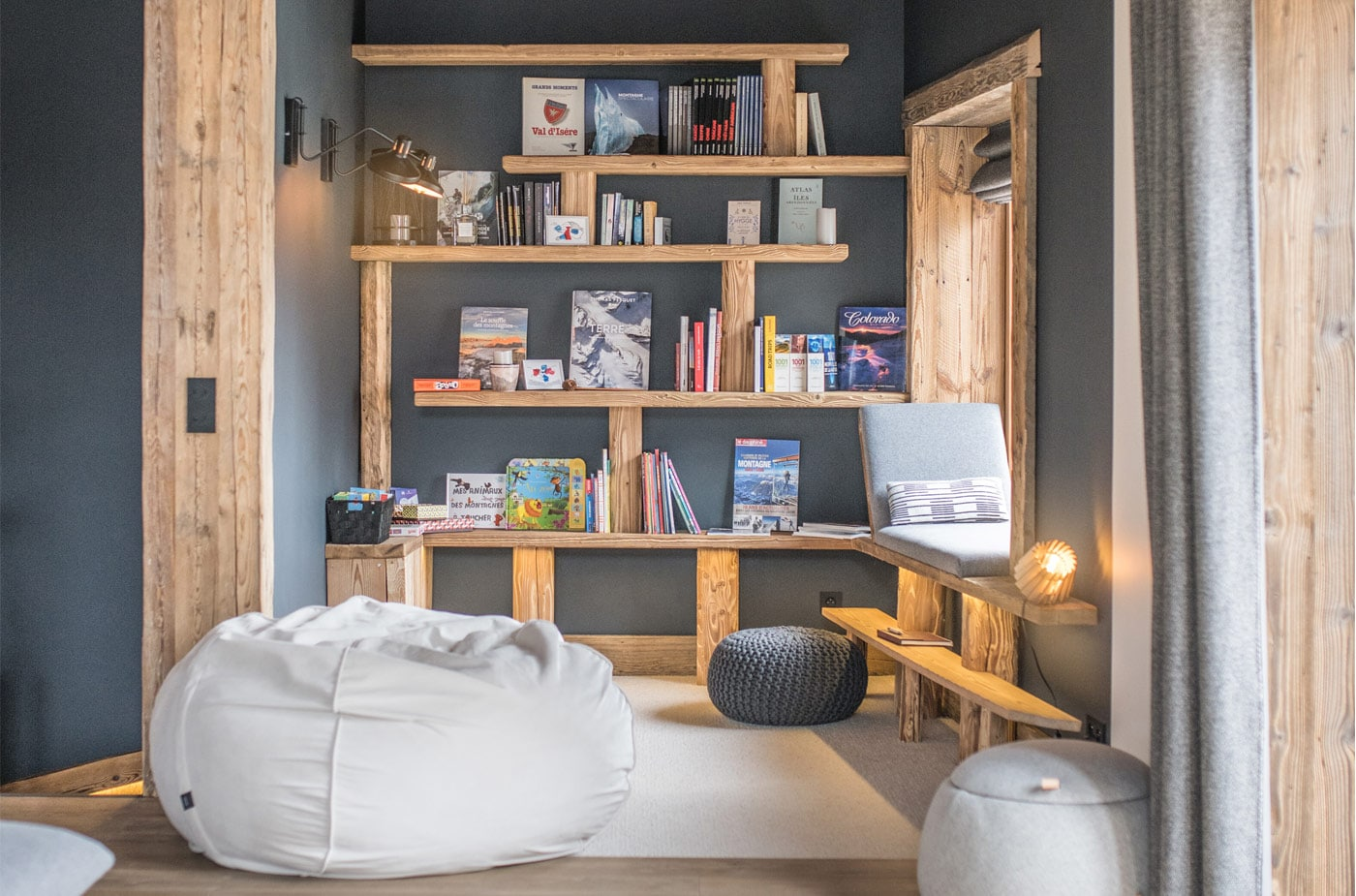 chalet-ovalala-val-disere-living-room-library-read-3
