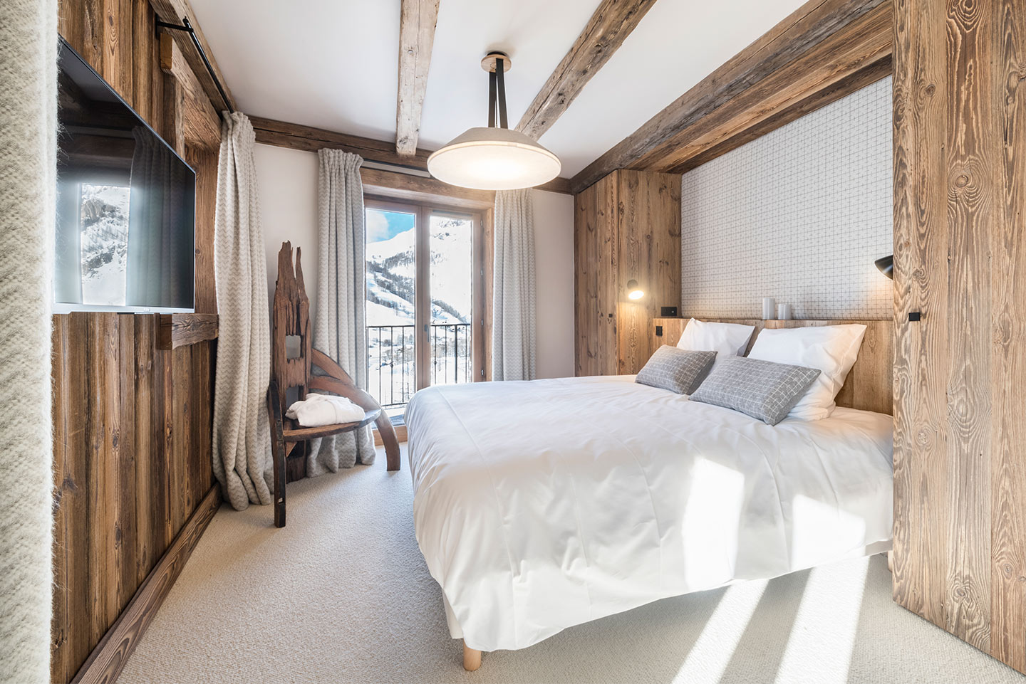 chalet-ovalala-val-disere-room1-beds