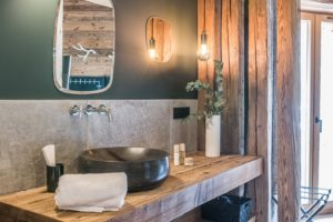 chalet-ovalala-val-disere-room5-bathroom-sink