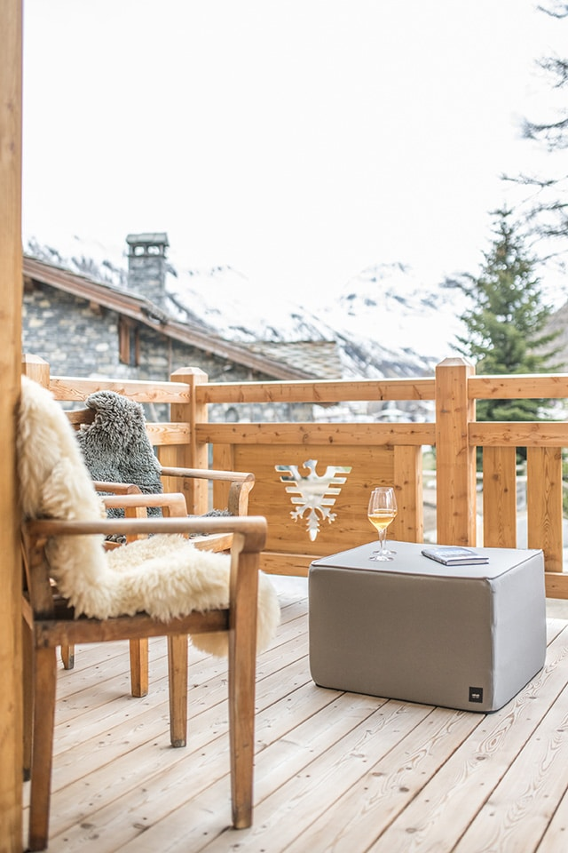 chalet-ovalala-val-disere-terrasse-lounge-zoom-PT