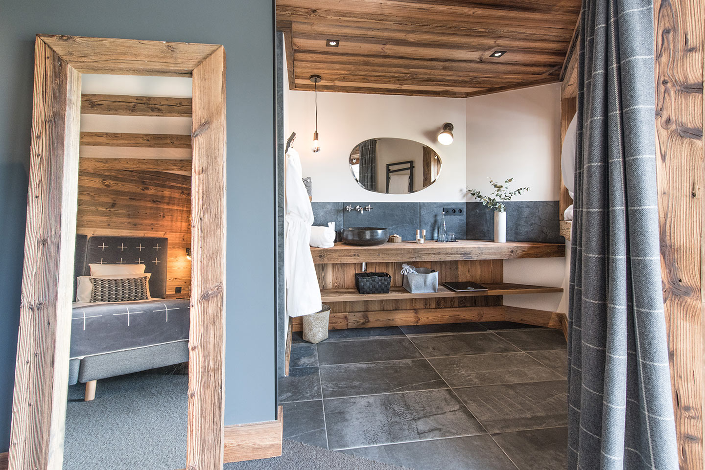 chalet-ovalala.-val-isere-luxe-bedroom2-bathroom