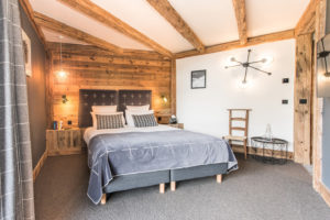 chalet-ovalala.-val-isere-luxe-bedroom2-front
