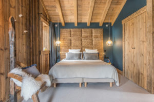 chalet-ovalala.-val-isere-luxe-bedroom5-front